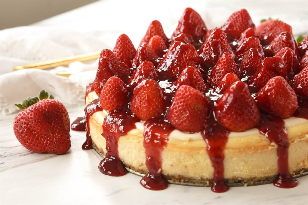 Click image for larger version.  Name:Fresh-Strawberry-Cheesecake-4.jpg Views:2 Size:122.7 KB ID:56199