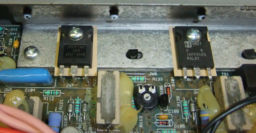 Crate GT200D Right channel DC on output